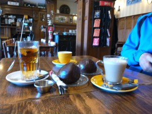 Morning refreshments with a 'Bosschen Bol'