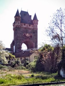The gatehouse on the Nibelingen bridge across the Rhine, Worms.