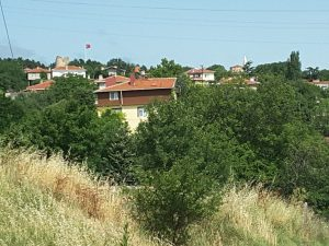 Views of settlements now have mosques and minarets, rather than churches... here a view of Vize