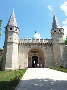 The entrance to the Topkspi Palace
